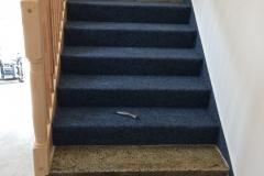 pokládka koberce na schodiště